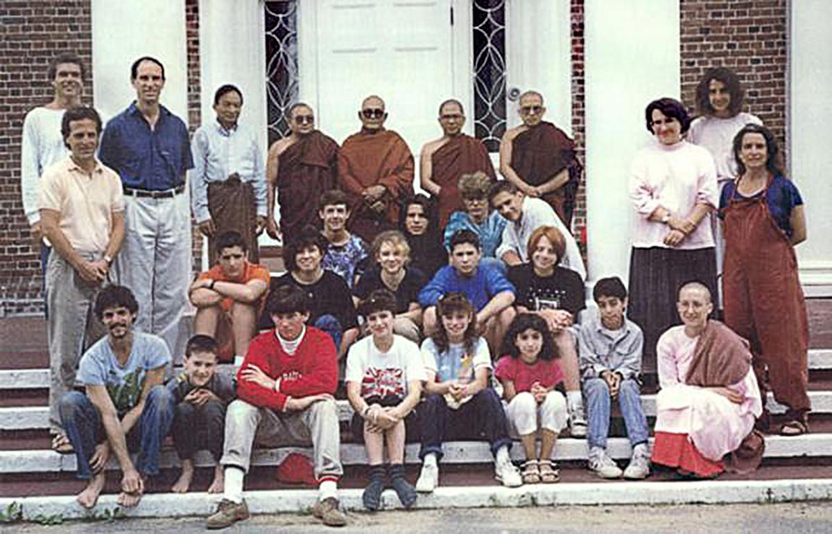 http://www.saraniya.com/images/sections/sayadaws/pandita/sayadawgyi_u_pandita_IMS_1989-01.jpg